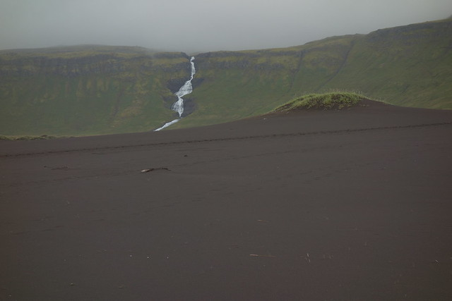 Beautiful black sand. Víðirsá in the background.