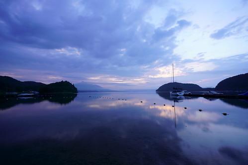 猪苗代湖の夜明け