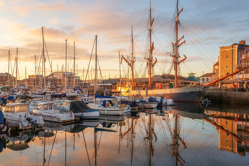 plymouth plymouthbarbican devon southwest ship ships boat boats harbour harbor landscape landscapes landscapephotography sunrise dawn sky cloud water reflection reflections canon england efs1585mmisusm eos eos80d