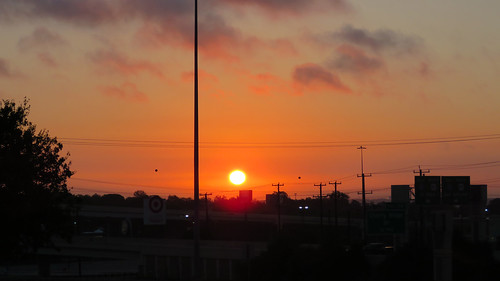 sanantoniotx sunrise amanacer sol soleil 日の丸 nubes nuages leverdesoleil sunrisephotography outdoorphotography 日出 crossroadsmall