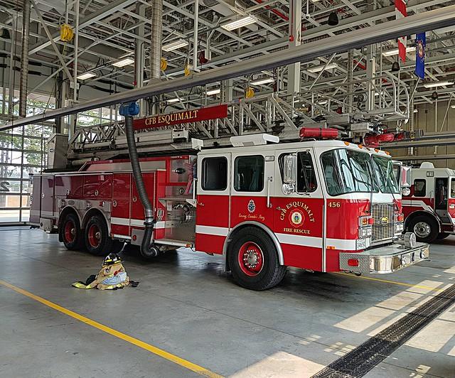 DND Canada, CFB Esquimalt Fire Rescue, BC Ladder 1 (456)