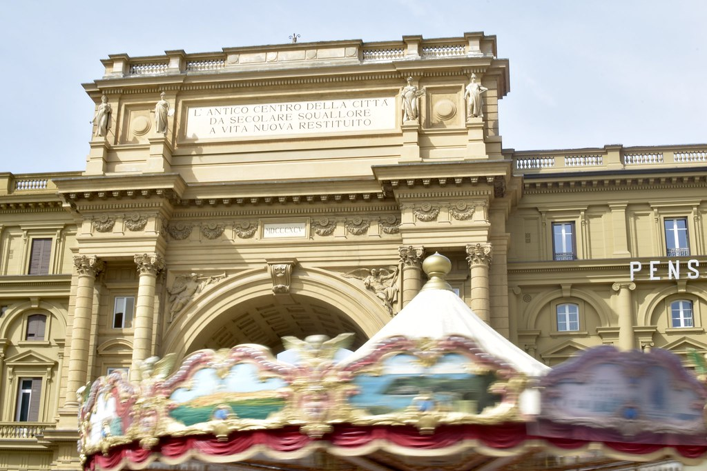 carousel turning in Firenze
