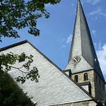 Der schiefe Turm der St.-Georgs-Kirche
