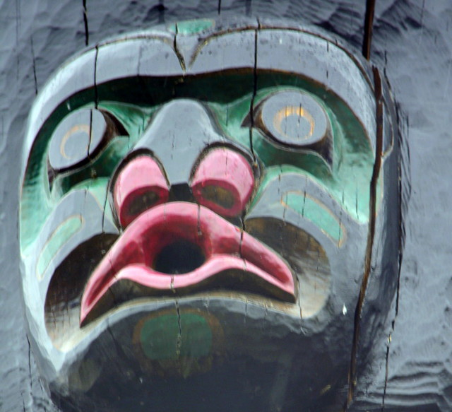 TOTEM,  AS SEEN IN CAMPBELL RIVER'S FIRST NATIONS  CEMETERY DISCOVERY PASSAGE,  CAMPBELL RIVER,  VANCOUVER ISLAND,  BC.