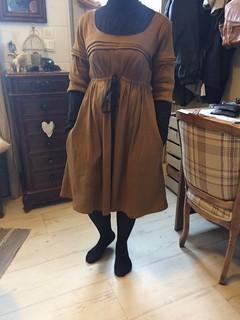 Première robe Aubépine de Deer and Doe et premiers plis religieuses, pas parfait mais je suis contente quand même!