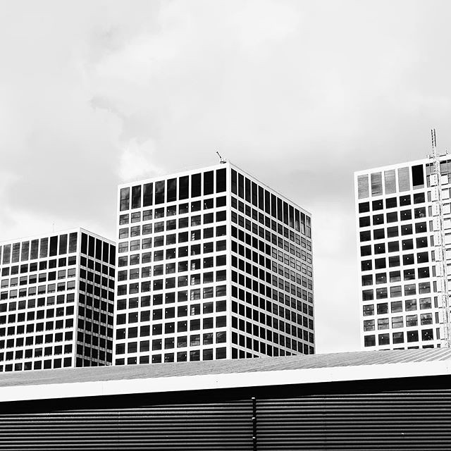 #city of #architecture #rotterdam #igrotterdam #visitrotterdam #wanderlust #blackandwhite #blackandwhitephotography #ignetherlands #travel #citytrip #vsco #vscocam #landscape #city #buildings #windows #lines #shotoncanon
