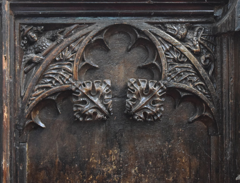 spandrels: crowned angel with a spear fighting a dragon (1