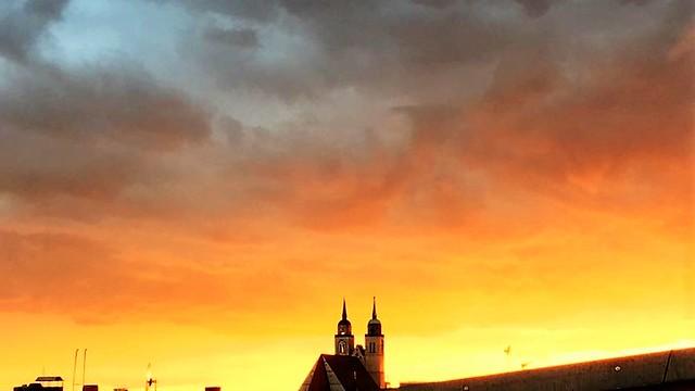 ab 1208/38 Magdeburg eingezogene spätromanisch-frühgotische Doppelturmfassade 69mH Pfarr- und Ratskirche St. Johannis mit barocken Hauben und spitzen Helmen Elbe-km 327 Jakobstraße/Johannisbergstraße 1 in 39104 Mitte