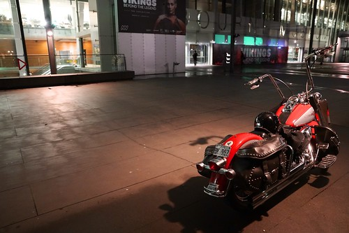 Harley-Davidson outside Melbourne Museum | by Joe Lewit