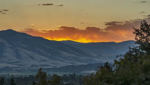 ashland oregon rogue valley sunrise nikon sigma 85mm f14 cascade mountain range cascades d7000 fiery al case