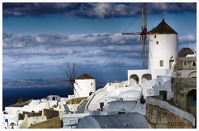 Centinelas silenciosos en Santorini - Silent sentinels in Santorini