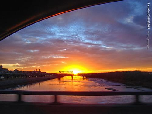 missouri kc kcmo kansascity drive driver driving driverpic ontheroad window bridge bondbridge interstate i29 i35 river missouririver sunset sunsetting winter evening 2018 january january2018 usa