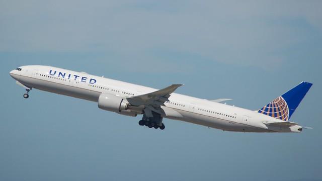 United_777 -300 N2140U DSC_0607