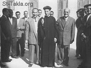 المقدس يوسف حبيب إلى يمين أبونا بيشوي، في يوم رسامة المتنيح القمص بيشوي كامل، الأربعاء 2 ديسمبر عام 1959