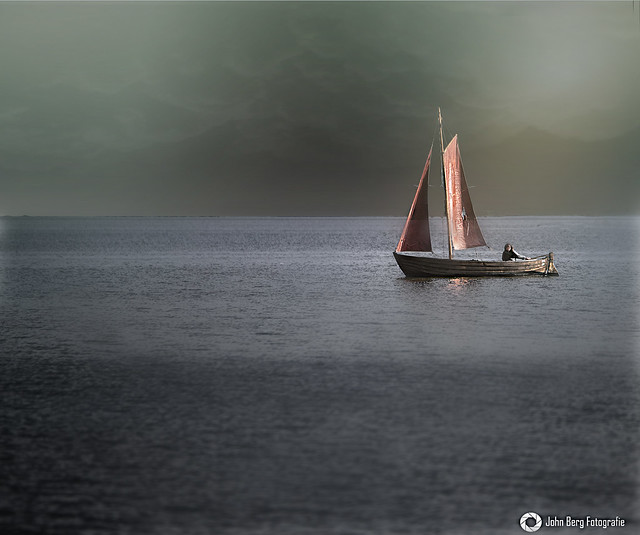 Braunes Segel im Wind