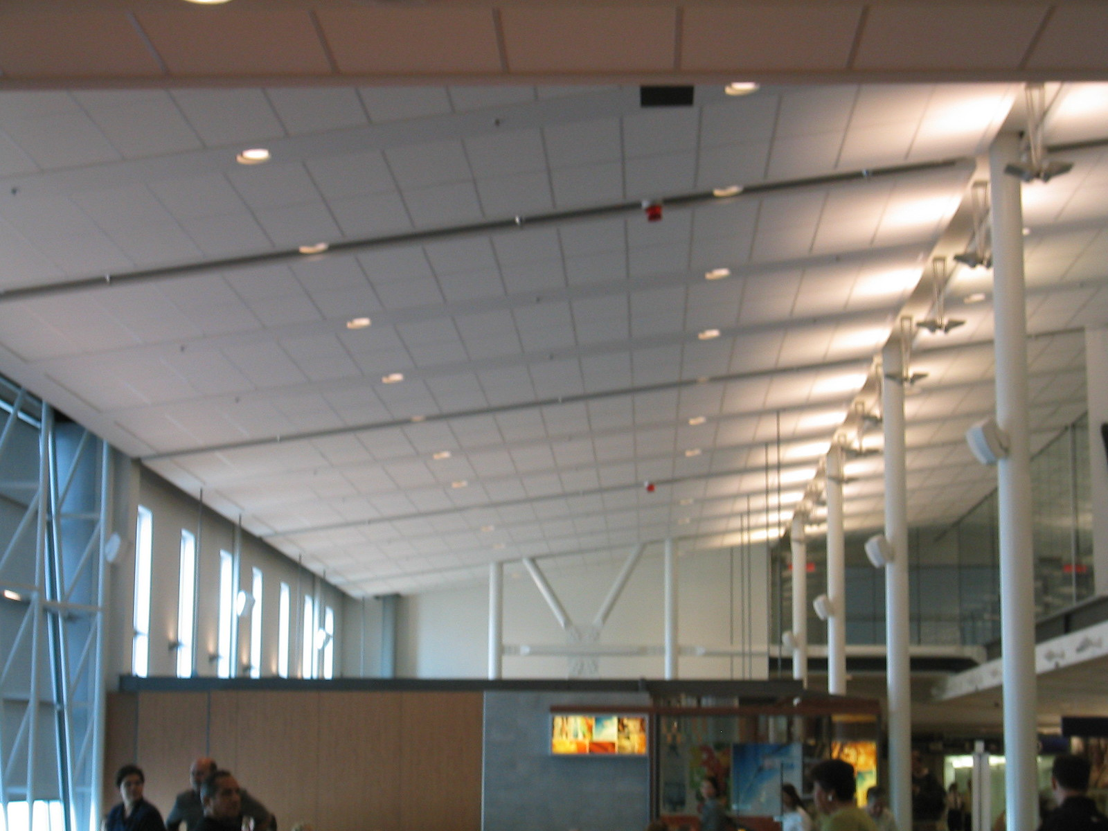 airport montreal 11