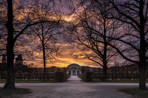 münchen munich sunset sonnenuntergang dramaticsky dramatischerhimmel hofgarten dianatempel