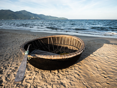 danang vietnam asia beach basket boat sand sunset sea water waves contrast mountain coast fishing light shadow landscape