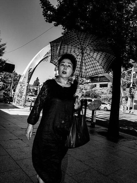People on the streets of Seoul South Korea in summer 18-12.jpg