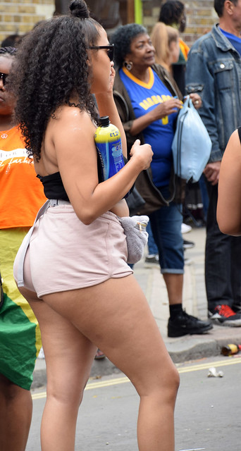 DSC_6981a Notting Hill Caribbean Carnival London Exotic Colourful Costume Girls Delightful Fine Ass Aug 27 2018 Stunning Ladies