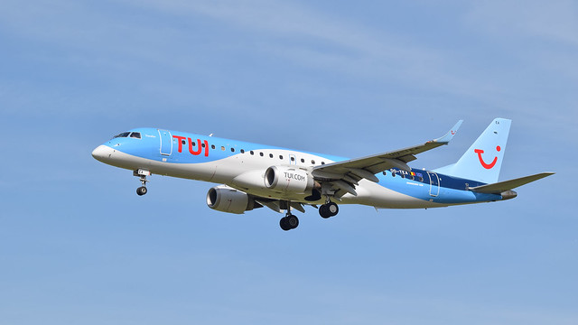 Tui airlines 00-TEA