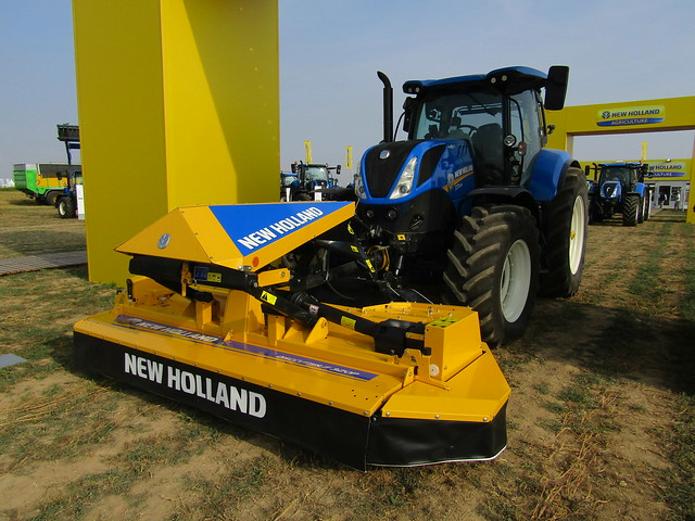 New Holland T7.225 con DiscCutter F 320P