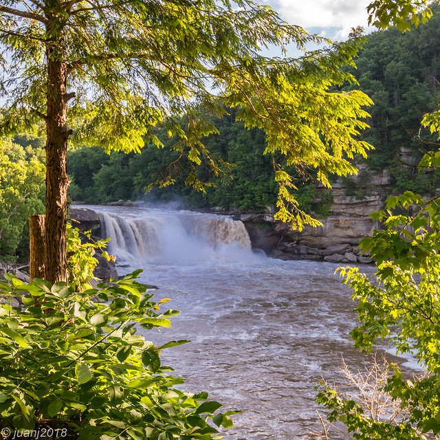Falls at Cumberland Falls State Park, KY