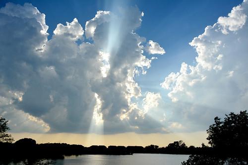 crepuscularrays cumulus clouds godbeams chisholmcreekpark wichita kansas