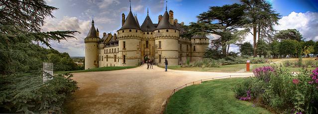 Chateau et communs de Chaumont sur Loire