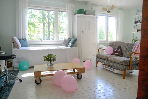 Pink and turquoise balloons for birthday decor   by jutta / kootut murut