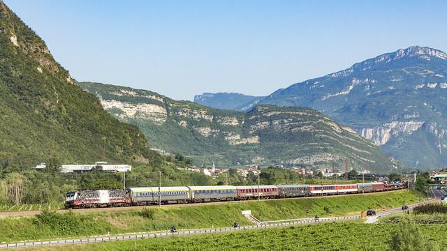 TXL 189 997 met een autoslaaptrein naar Verona.