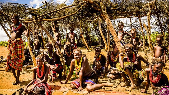La tertulia, Poblado Dassanech, Ethiopia