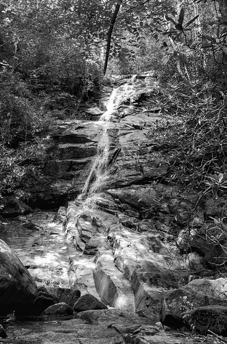 jones gap the south carolina outdoor hike hiking water river stream falls mountains blue ridge rocky bw black white photography monotone landscape