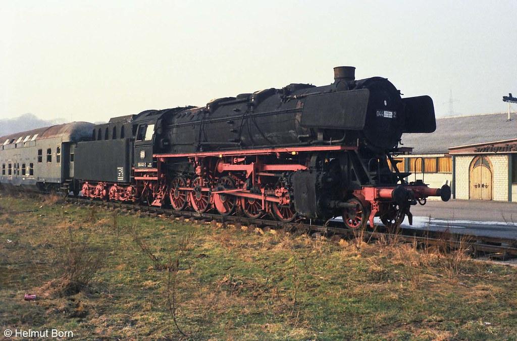 44 442 mit Doppelstockwagen in Lohmar Bildlink: Flickr/Helmut Born