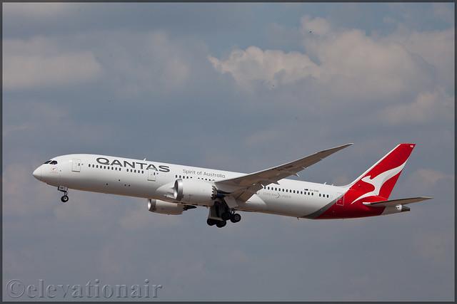 VH-ZNB Boeing 787-9 Qantas