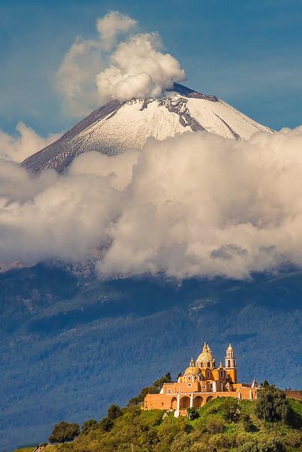 Tlachihualtepetl & Popocaepetl.. The two peak friends