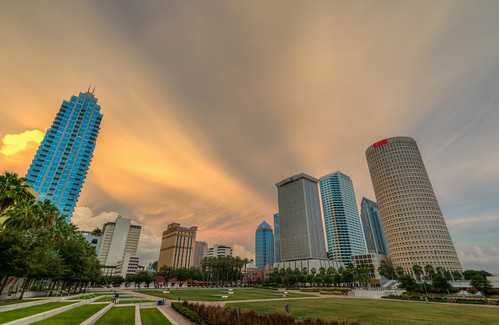 storm sunset thunderstorm cloud tampa florida downtown skyline landscape tampaflorida sun curtishixon park