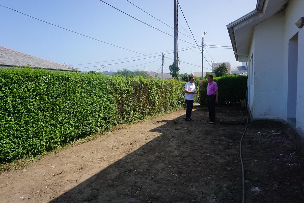 O alcalde, Valentín González Formoso, e Antonio Castro, concelleiro de Servizos, Medio Rural e Seguridade Cidadá, visitaron as obras da Caseta do Pulpo e a Escola Infantil Municipal A Barosa