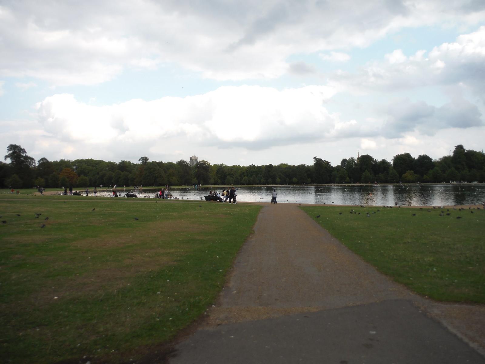 Round Pond, Kensington Gardens SWC Short Walk 19 - Royal Parks