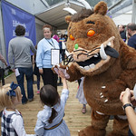 The Gruffalo meets young fans | © Robin Mair