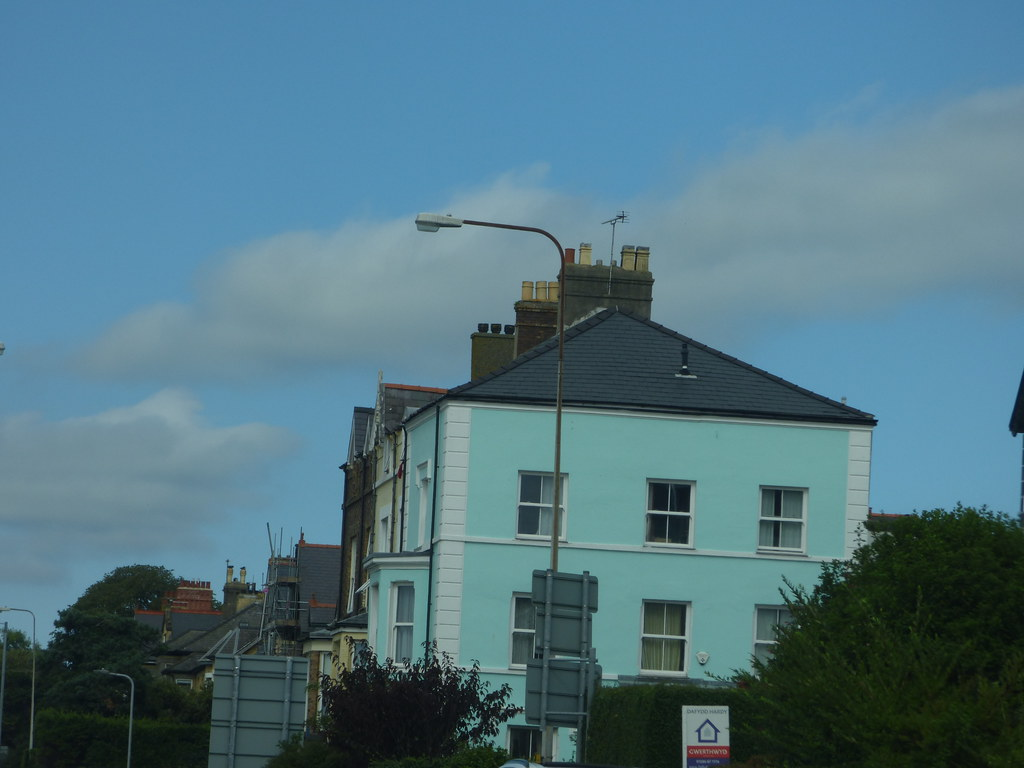 Turquoise house in Caernarfon on the North Road