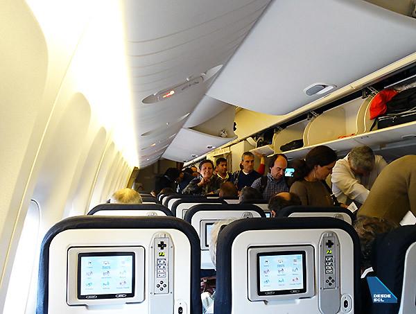Air France B777-200ER pax embarcando (RD)