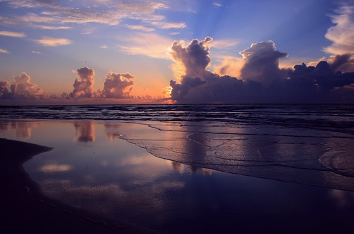 artisticsunrisephotography sunrise florida summer northernflorida 7518 unitedstates usa saintaugustineflorida villanobeach 2018 beach sea sand water atlanticocean waves ocean jetty sky cloudscape fun image19of30 series