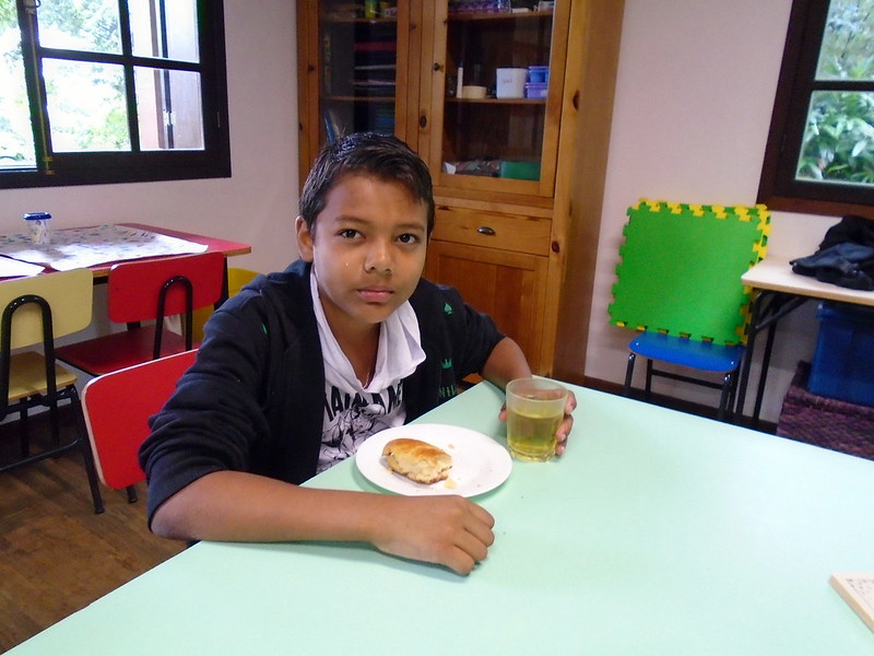 Saboreando o pão com goiaba feito pelos alunos  (28)