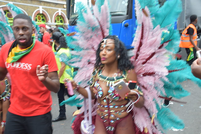DSC_8463 Notting Hill Caribbean Carnival London Exotic Colourful Maroon Costume with Turquoise and Pink Ostrich Feather Headdress Girls Dancing Showgirl Performers Aug 27 2018 Stunning Ladies