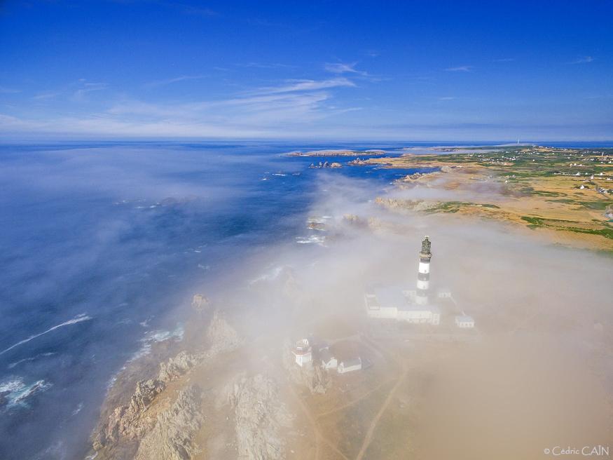 Bancs de brume sur le phare du Créac'h