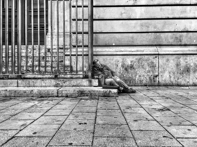 Another Day in Paradise #Bruxelles #homeless #sansabri #streetphotography #streets #rue