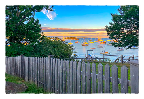 2018 trees 0818 sunset friday sky boats vacation datesyearss fence camden maine unitedstates us ocean