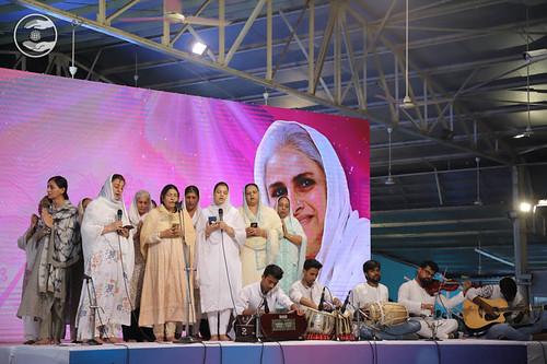 Devotional song by Sewadars from Nirankari Kothi, Delhi
