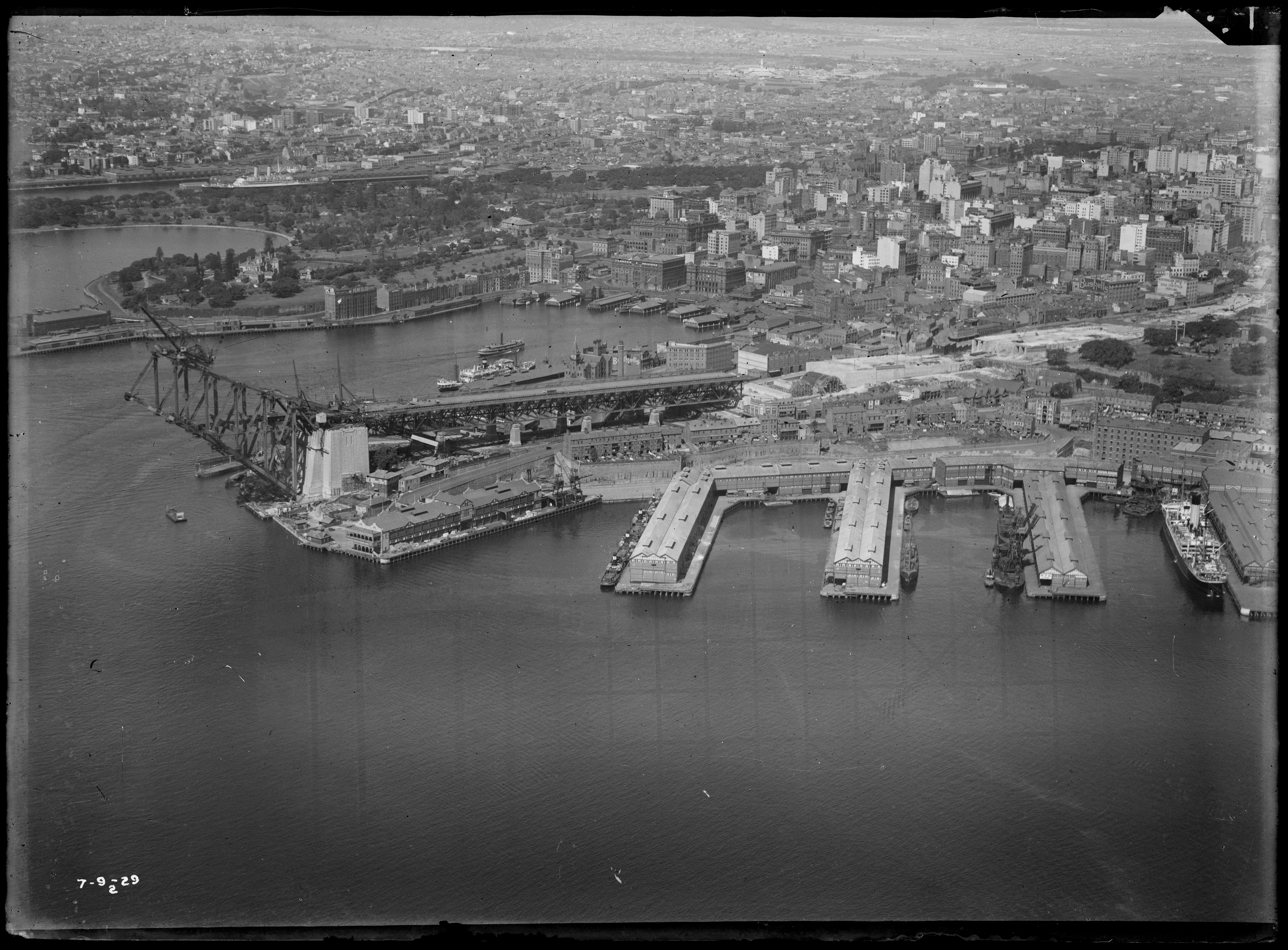 Millers Point looking east, showing construction of southern approach of the Sydney Harbour Bridge, 1929-1932, Milton Ken